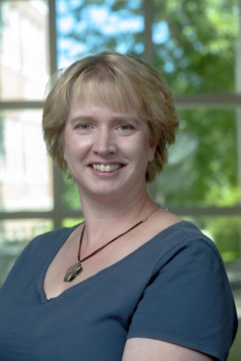 portrait photo of Elizabeth Slomba